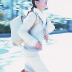 90%強が朝時間を規則正しく効率的に活用、新入社員の出社時間を気にしない人はわずか7% ~働く女性572名への「職場での朝時間」に関する「朝時間.jp」調べ~
